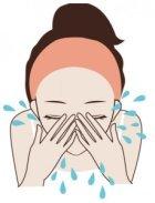ぬるま湯で洗顔料をすすぐイラスト