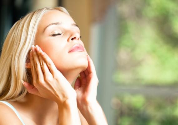 美容液は顔全体に使う